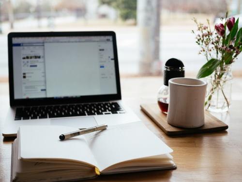 web writer, la scrivania